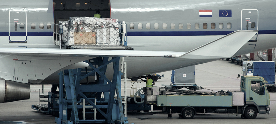 Loading dangerous goods onto aircraft
